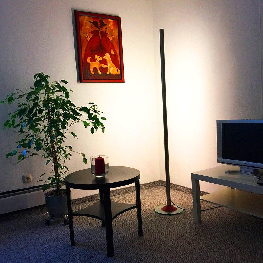 LEDs gehören zu den UV-freien Leuchtmitteln. Deshalb eignen sie sich besonders für die Beleuchtung von Gemälden oder anderen UV-sensiblen Wohn-Accessoires. (Bild: © aristob.com)