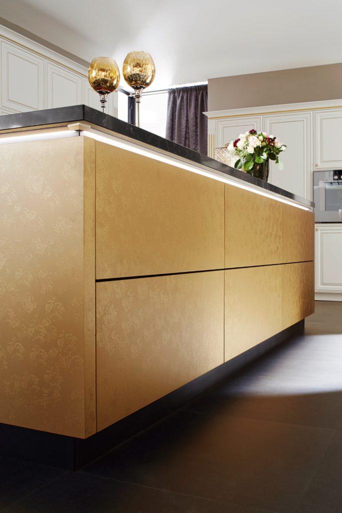 neuer k chentrend versteckte k chentechnik vereint licht und klang. Black Bedroom Furniture Sets. Home Design Ideas