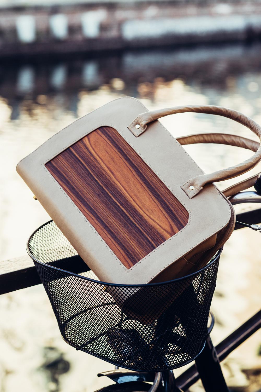 Taschen aus Furnier sind chic und trendy. (Bild: Embawo)