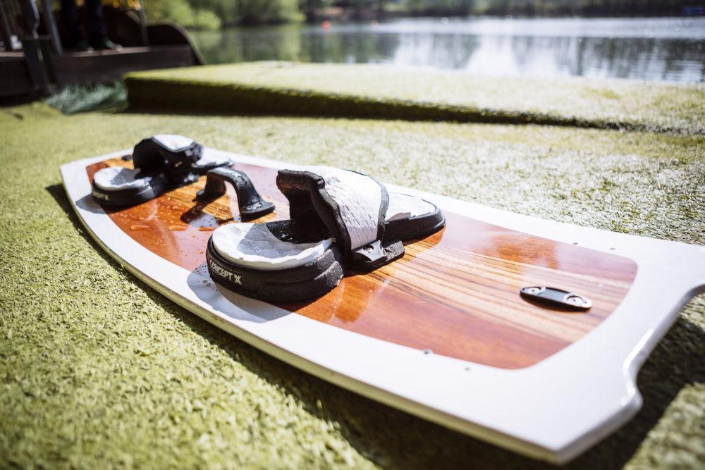 Mit Furnier lassen sich Lifestyleprodukte wie beispielsweise Kiteboards veredeln.