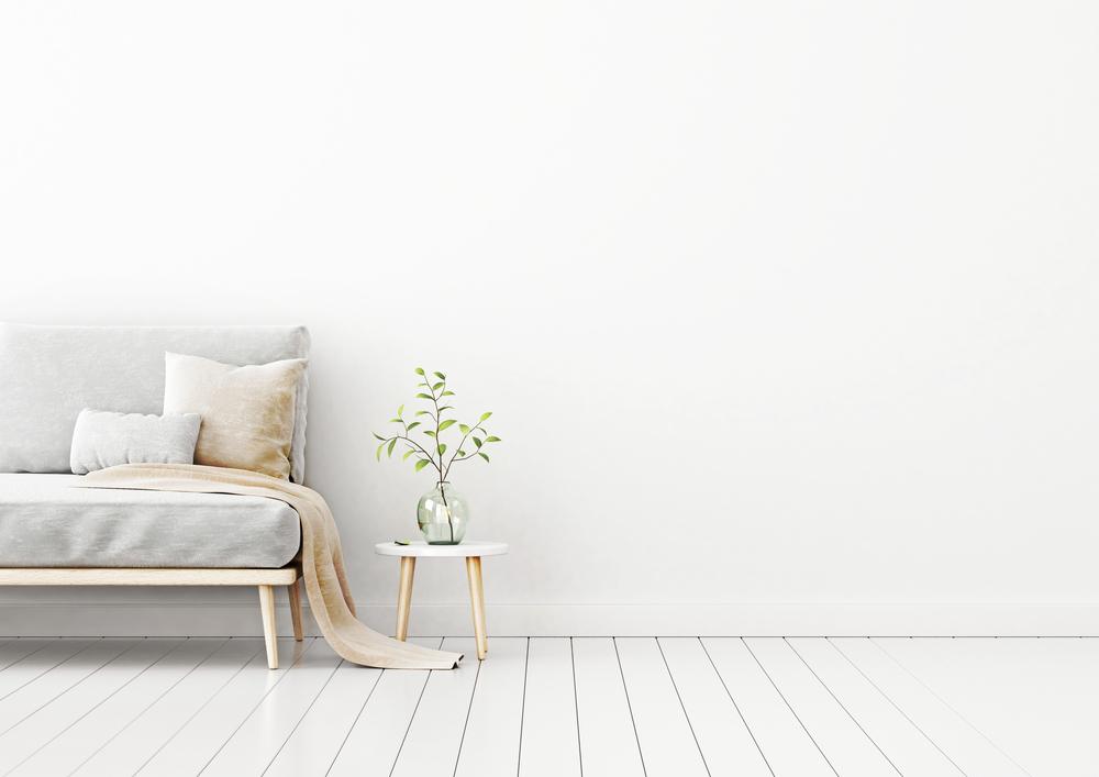 Helle Farben lassen die Wohnung grösser wirken. (Bild: Marina_D - shutterstock.com)