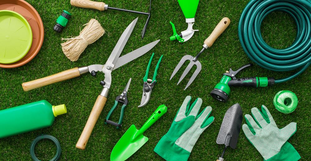 Gartengeräte reinigen und lagern (Bild: Stock-Asso - shutterstock.com)