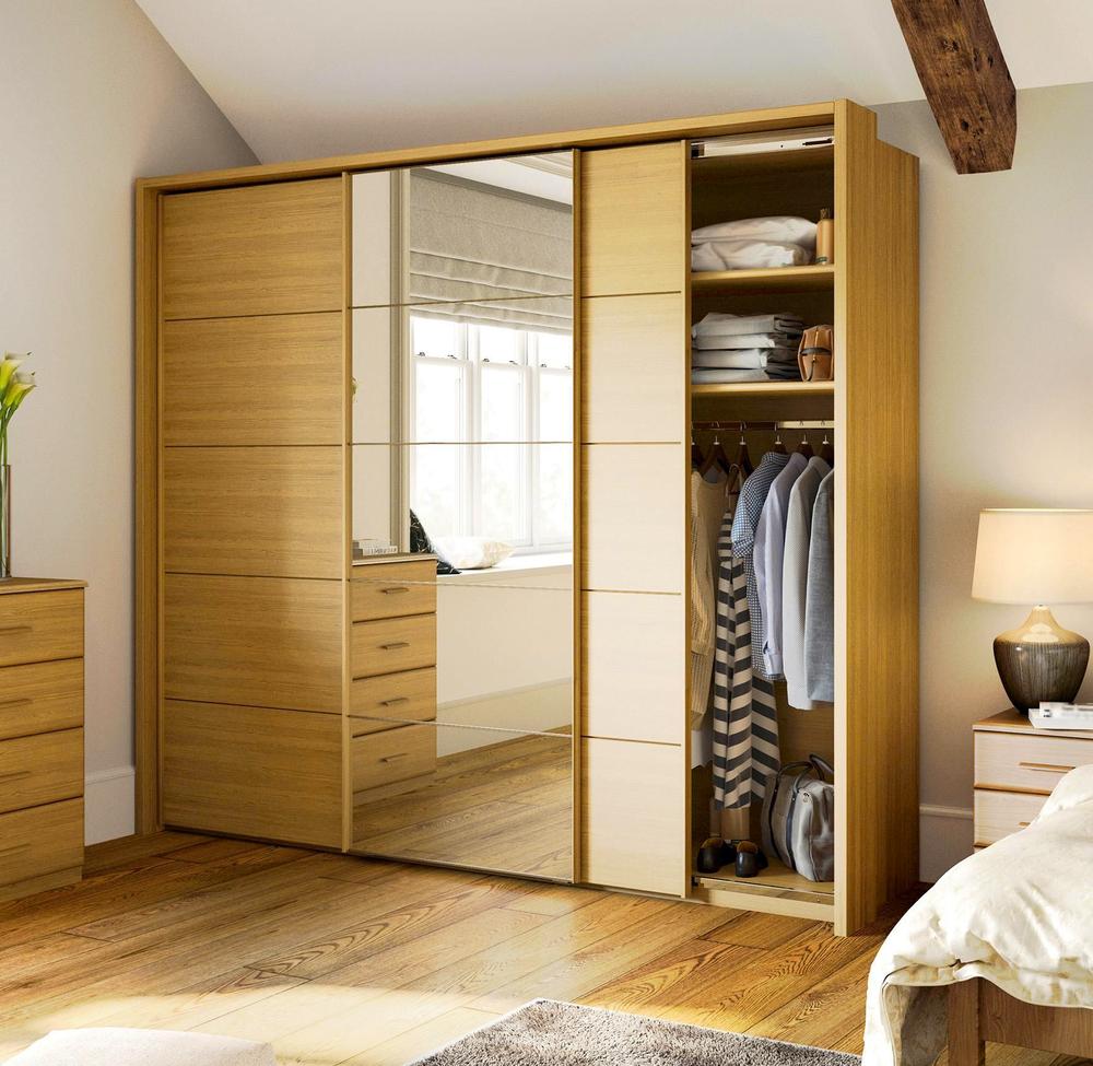 Den passenden Kleiderschrank finden (Bild: Gaf_Lila - shutterstock,com)
